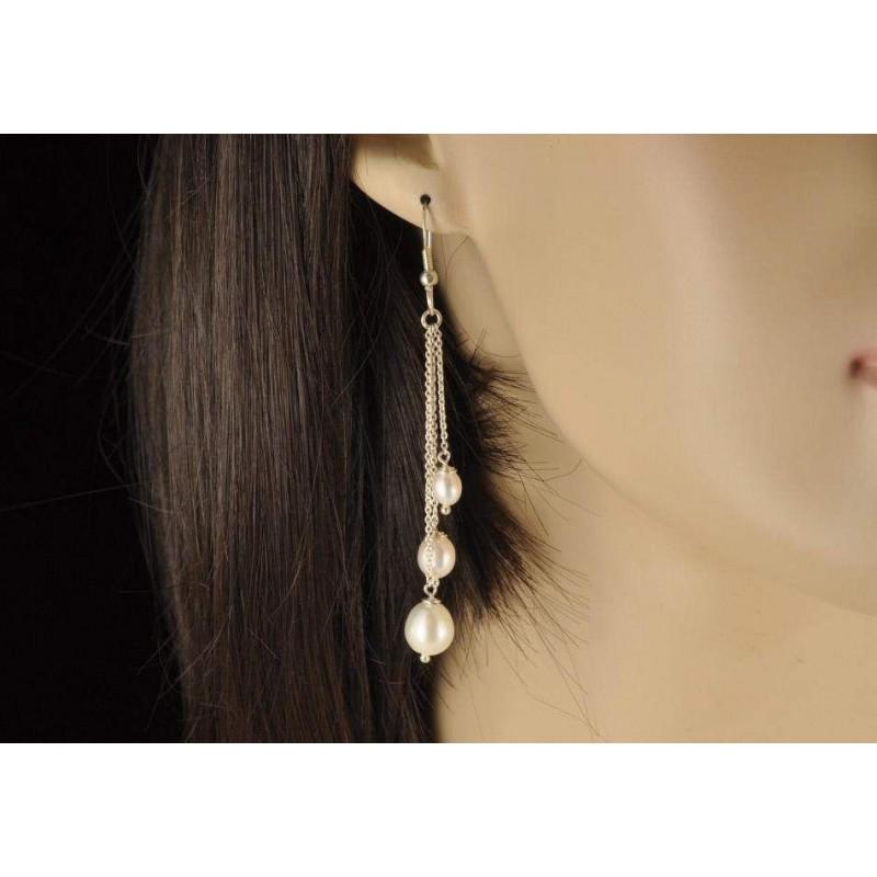 Boucles d'oreilles chaînettes trois perles.