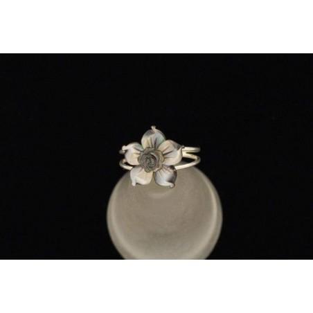 Bague anneaux argent fleur de nacre grise.