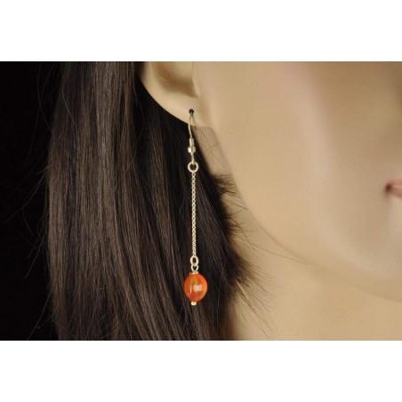 Boucles d'oreilles pendante perle de cornaline.