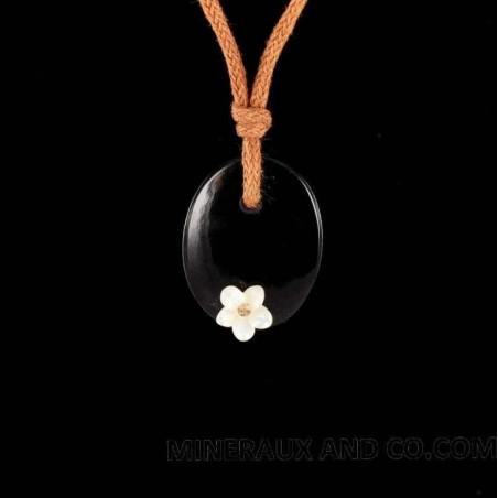 Pendentif onyx noir et fleur de nacre blanche