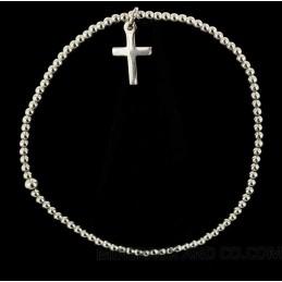 Bracelet élastique petites perles et croix d'argent.