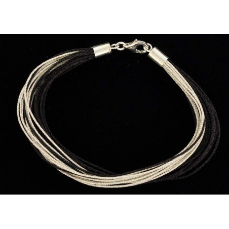 Bracelet fil de soie noir et argenté avec fermoir en argent.