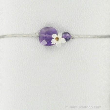 Bracelet améthyste facettée et fleur de nacre blanche sur cordon