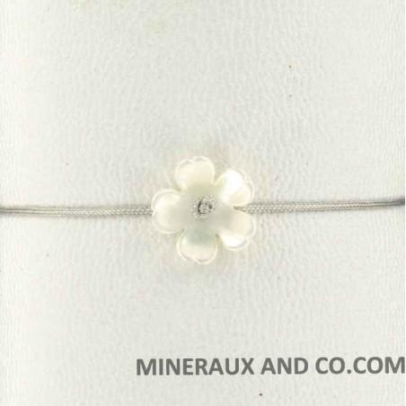 Bracelet fleur de nacre blanche et cordon nylon coulissant
