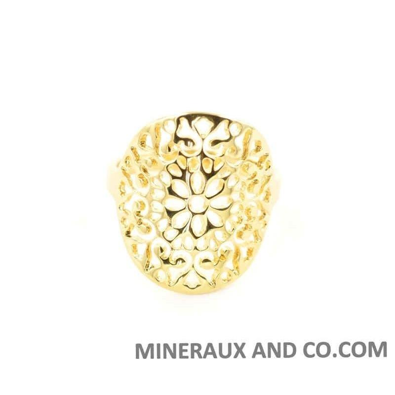Bague fleur ajourée plaquée or.
