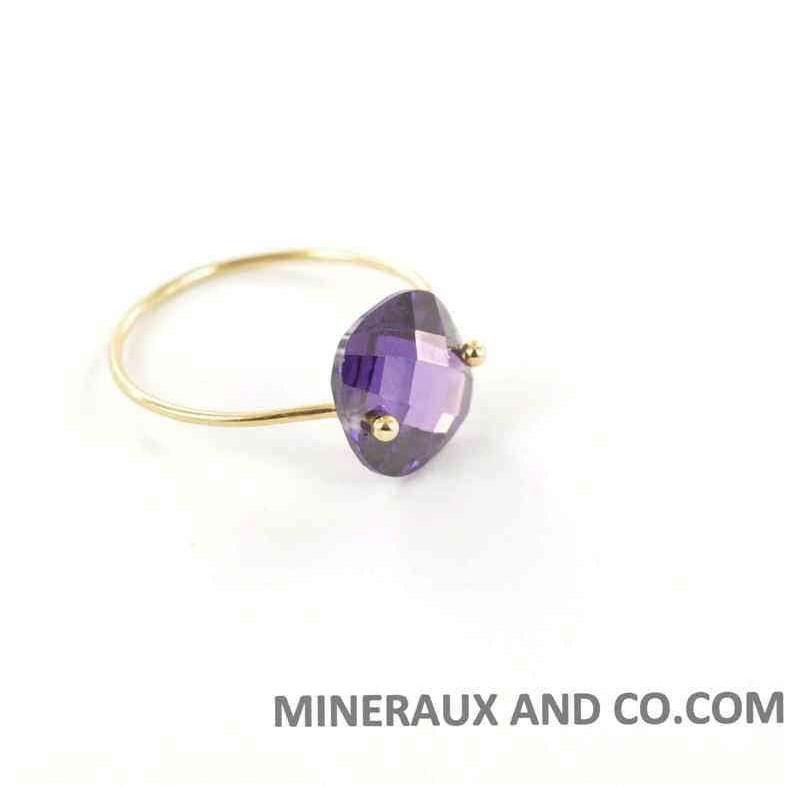 Bague anneau fin plaqué et pierre zirconium améthyste