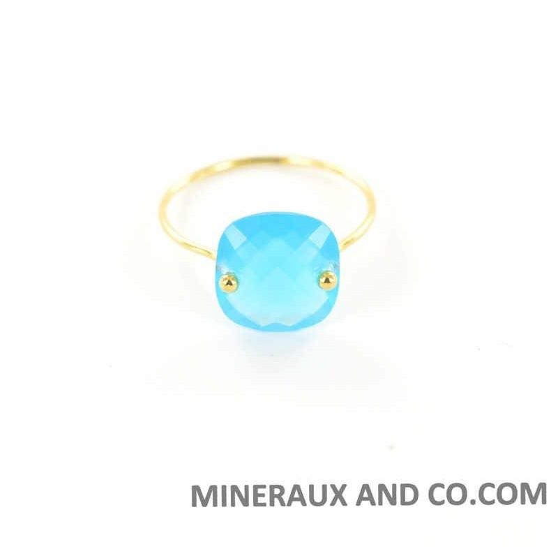 Bague anneau fin plaqué et pierre bleue.