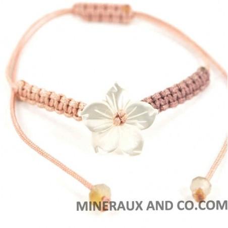 Bracelet fleur de nacre blanche et cordon macramé coulissant