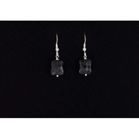 Boucles d'oreilles en argent 925 et coussin facetté en onyx noir.