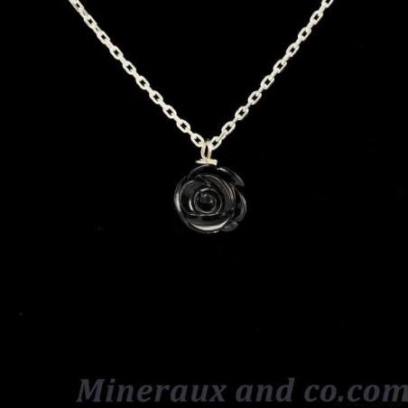 Chaîne argent et pendentif fleur noire.