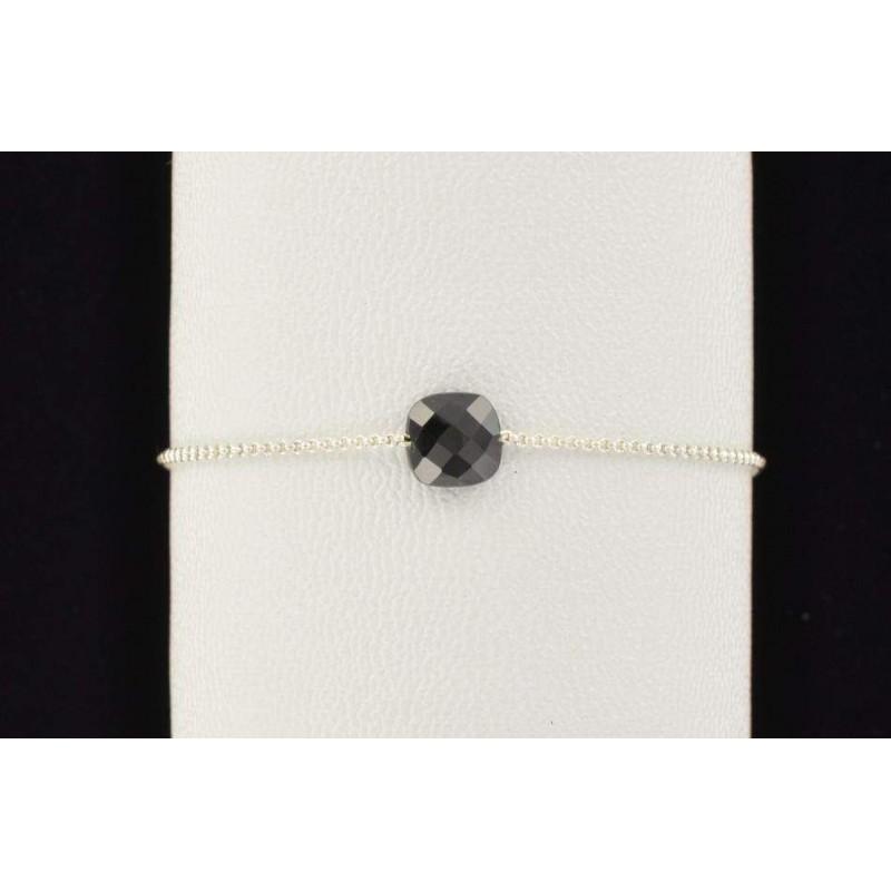 Bracelet spinelle noir facetté.