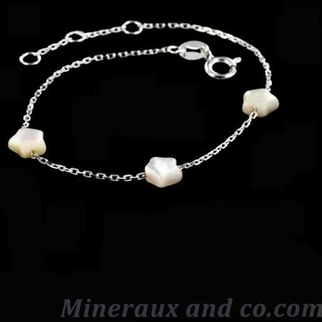Bracelet chaîne argent 925 et trois étoiles de nacre blanche.
