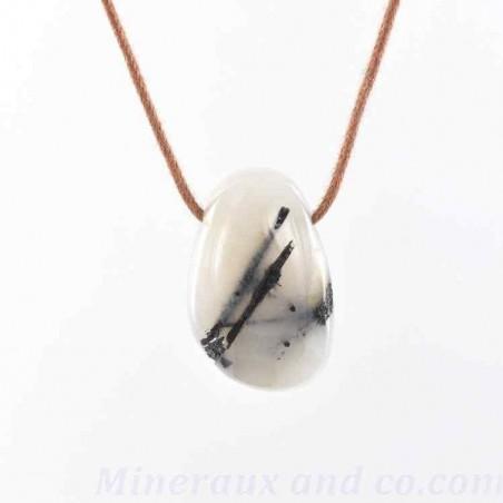 Pendentif quartz et inclusions de tourmaline en pierre roulée.