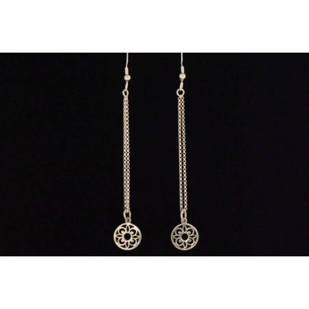 Boucles d'oreilles chaînettes et médailles fleurs argent.