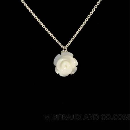 Pendentif chaîne argent 925 et rose de nacre blanche.