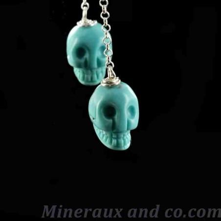 Boucles d'oreilles tête de mort turquoise.