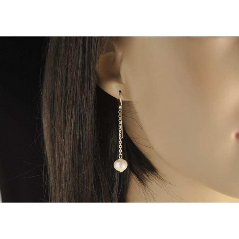 Boucles d'oreilles argent 925 et perles de culture d'eau douce rondes.