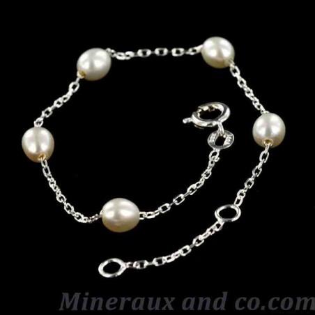 Bracelet argent et cinq perles de culture d'eau douce.