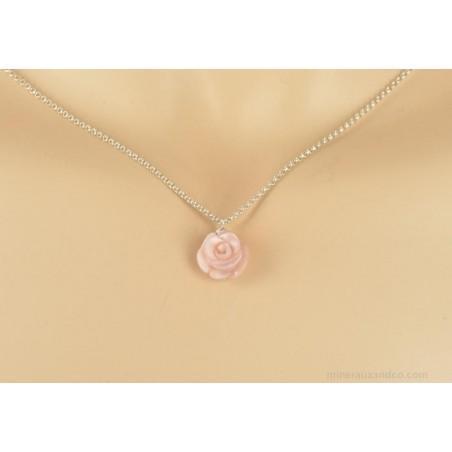 Pendentif chaîne argent 925 et fleur de nacre rose.