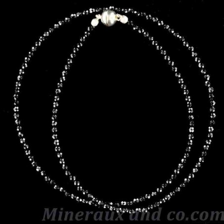 Collier ras du cou en petites perles d'onyx noir facettées