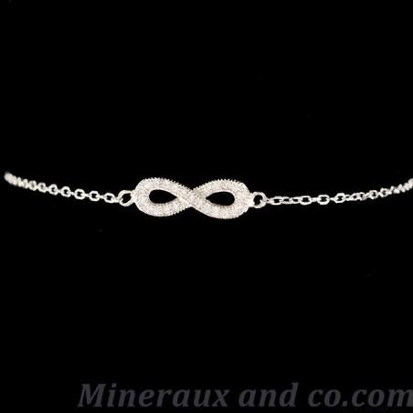 Bracelet infini et pierres transparentes
