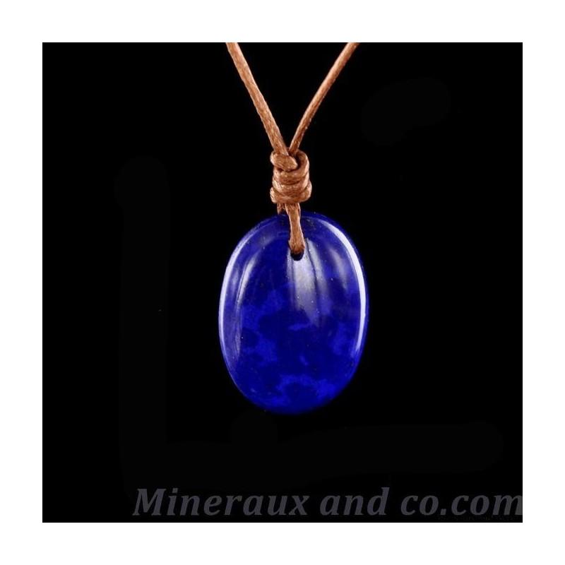 Pendentif cabochon Lapis-Lazuli monté sur cordon coton.