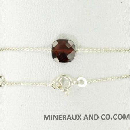 Bracelet chaîne argent grenat carré.