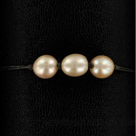 Bracelet cordon et 3 perles de culture d'eau douce roses.
