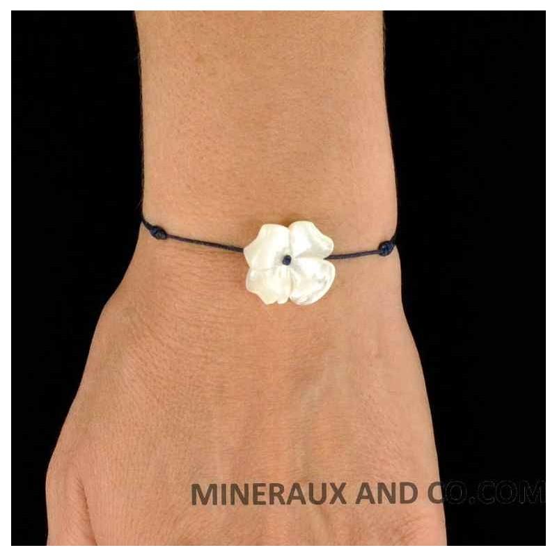 bracelets fleurs de nacres blanches naturelles bracelets fleurs. Black Bedroom Furniture Sets. Home Design Ideas
