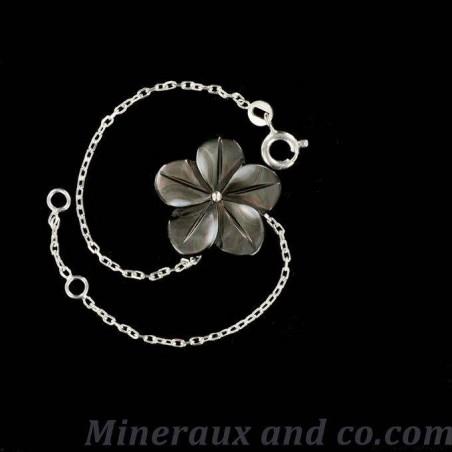 Bracelet argent et fleur de nacre grise.