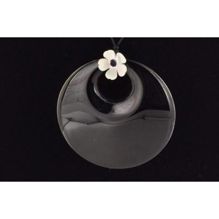 Médaillon onyx noir et fleur de nacre.
