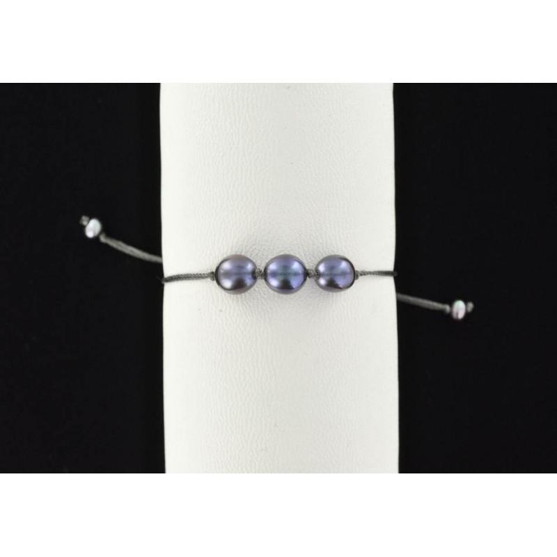 Bracelet cordon et 3 perles de culture d'eau douce noires.