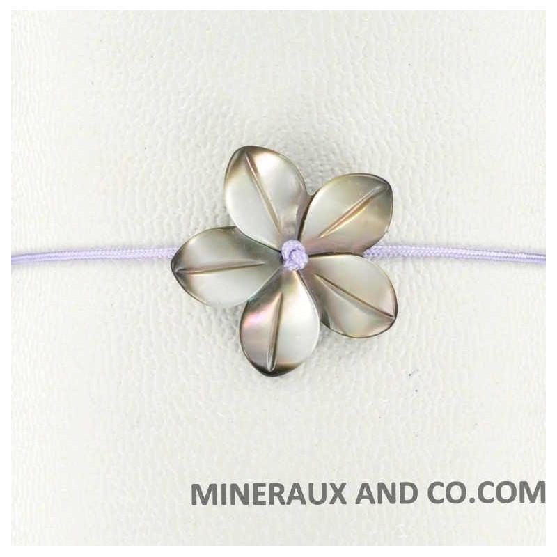 Bracelet fleur de nacre grise et cordon violet.