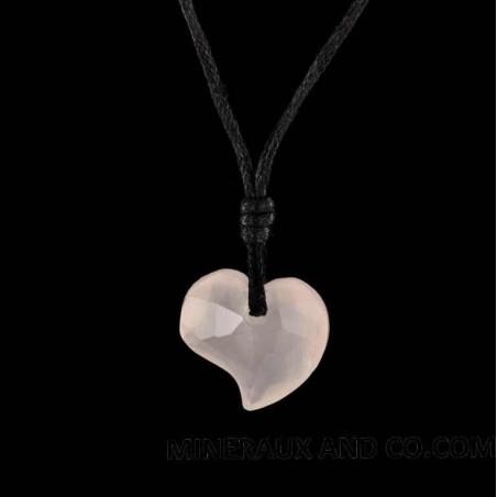 Pendentif coeur facetté en quartz rose et cordon coton.