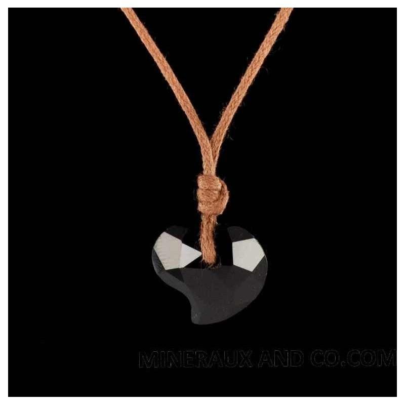 Pendentif cœur facetté en onyx noir sur cordon coton.
