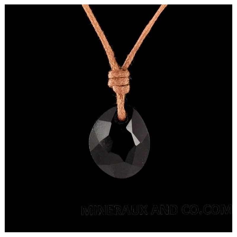 Pendentif galet facetté en onyx noir.