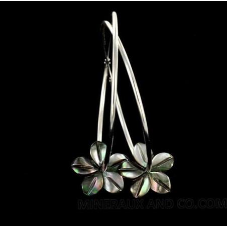 Boucles d'oreilles créole fleurs de nacre grise et argent 925.