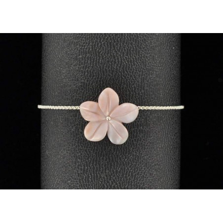 Bracelet argent et fleur de nacre rose.